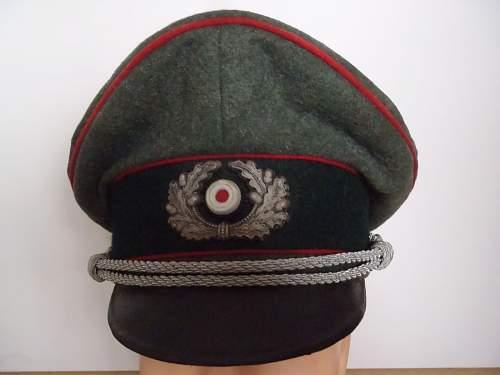 WWII period Artillery cap? Nice looking cap, decent pics.