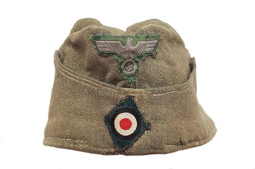 Help with cap insignia