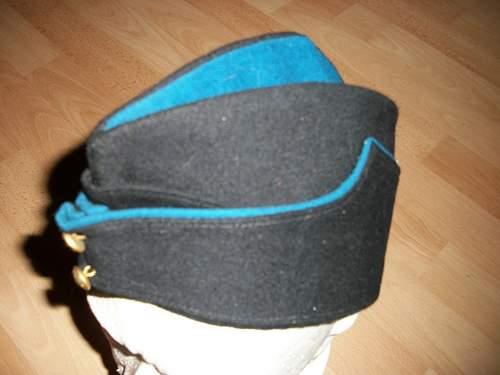 Coloured field service caps