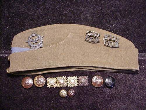 SAAF WAAF Hat and insignia.