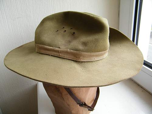 British slouch hat with unusual badge