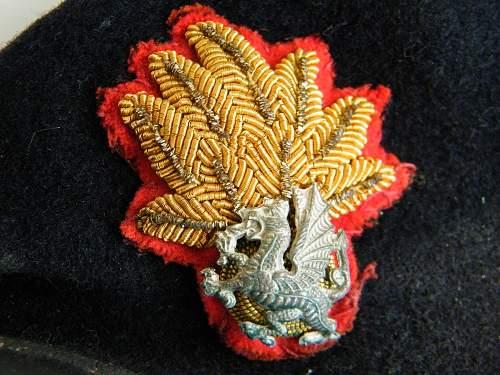 Click image for larger version.  Name:RWF officers beret 2 badge detail b.jpg Views:183 Size:229.4 KB ID:728341