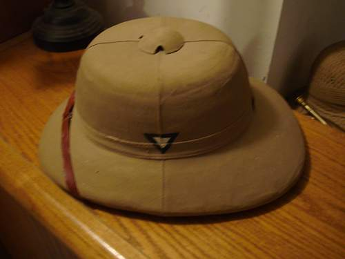 Does anyone recognize this painted 1940 sun helmet flash?
