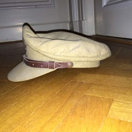 Dutch cap and beret: real?