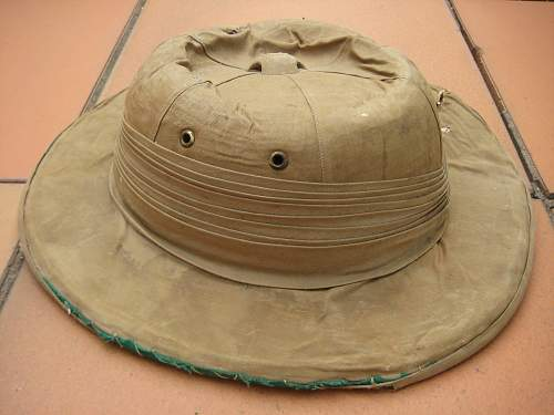 Sorry Old Pith Helmet. English? WW1 or 2 ??