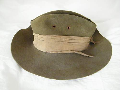 Slouch hat and patch identification