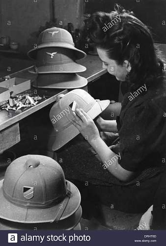 Click image for larger version.  Name:making-pith-helmets-for-the-german-afrika-korps-wwii-DRHT6D.jpg Views:18 Size:109.7 KB ID:1022144