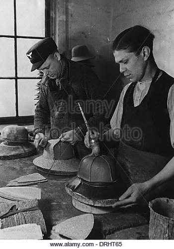 Click image for larger version.  Name:making-pith-helmets-for-the-german-afrika-korps-wwii-drht65.jpg Views:13 Size:45.3 KB ID:1022146