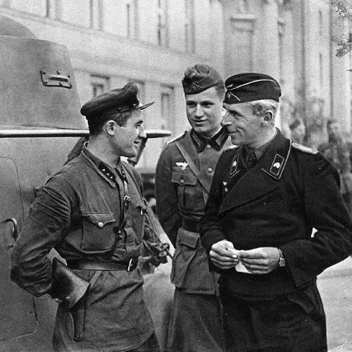 Click image for larger version.  Name:soviet_german_brest_1939.jpg Views:18 Size:211.5 KB ID:1032183
