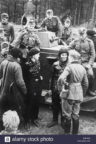 Click image for larger version.  Name:german-and-soviet-soldiers-poland-1939-B3EGGE.jpg Views:20 Size:171.7 KB ID:1032185