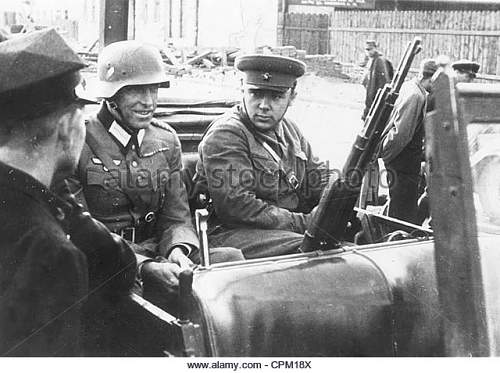 Click image for larger version.  Name:german-and-soviet-officers-in-poland-1939-cpm18x.jpg Views:18 Size:70.2 KB ID:1032186