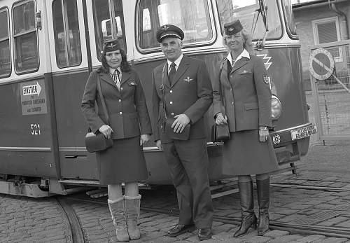 Click image for larger version.  Name:Schaffnerinnen am Bahnhof Hernals 1981.jpg Views:3 Size:196.1 KB ID:1067905