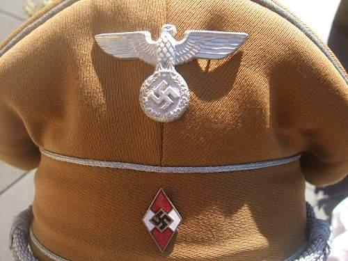 HJ Leaders hat for identification