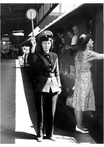 Reichsbahn red top!!
