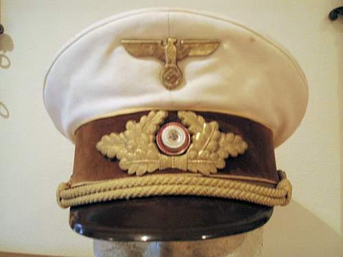 Click image for larger version.  Name:WHITE NSDAP REICHS LEVEL VISOR CAP 003.jpg Views:172 Size:87.7 KB ID:13848