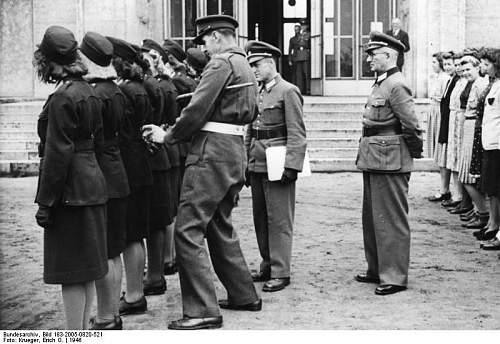 Click image for larger version.  Name:Bundesarchiv_Bild_183-2005-0820-521,_Berlin,_britische_Offiziere_begutachten_Polizistinnen.jpg Views:146 Size:69.7 KB ID:156360