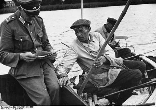Click image for larger version.  Name:Bundesarchiv_Bild_183-J1124-0500-002,_Wasserschutzpolizei_kontrolliert_Angler.jpg Views:115 Size:67.6 KB ID:156361