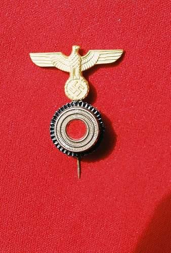 Kriegsmarine metal cap insignia for the Matrosenmutze