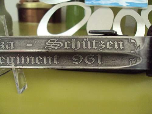 Cap: My Berolina 1941 DAK y bayonet :)