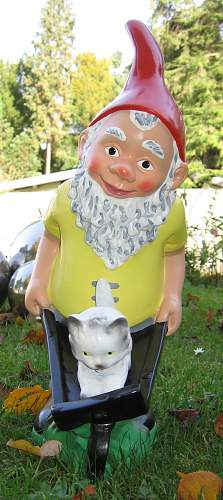 Click image for larger version.  Name:Garden_gnome_with_wheelbarrow-20051026.jpg Views:47 Size:156.5 KB ID:191800