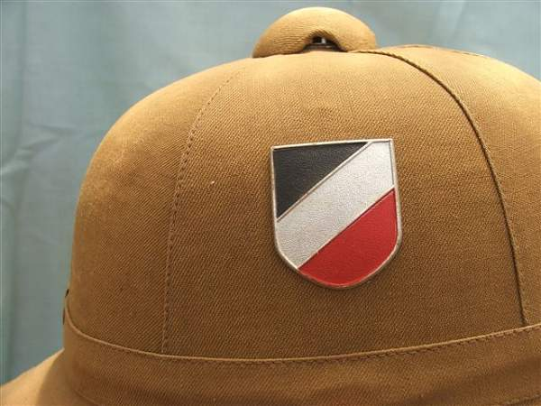 Click image for larger version.  Name:Heer DAK 1st pattern pith helmet 004.jpg Views:68 Size:67.9 KB ID:20730