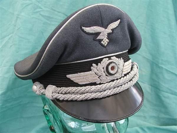 Click image for larger version.  Name:Luftwaffe officer visor cap 001.jpg Views:749 Size:66.5 KB ID:20750