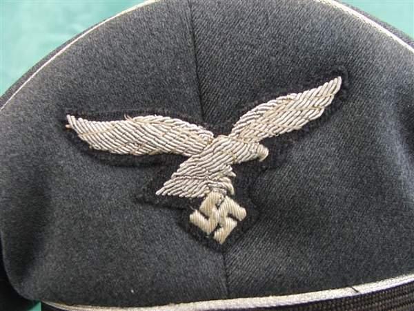Click image for larger version.  Name:Luftwaffe officer visor cap 005.jpg Views:153 Size:79.1 KB ID:20754