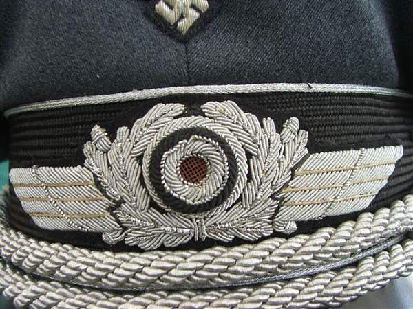 Click image for larger version.  Name:Luftwaffe officer visor cap 006.jpg Views:147 Size:98.0 KB ID:20755