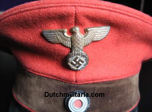 Click image for larger version.  Name:Reichsbahn-red-FRONTDETAIL1-Dutchmilitaria_com.jpg Views:105 Size:166.2 KB ID:254094