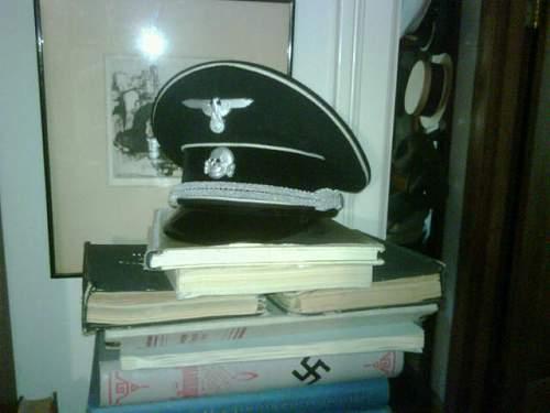Deschler cap badge on Mueller cap, ca. 1938/9