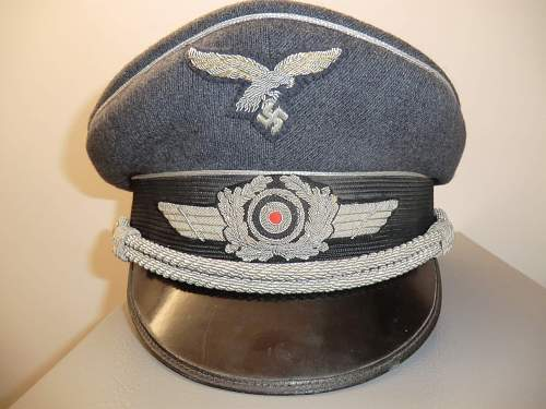Click image for larger version.  Name:LUFTWAFFE OFFICER'S PEAKED CAP AND SIDECAP 1.jpg Views:3268 Size:222.6 KB ID:269170