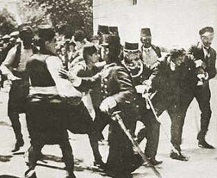 Name:  Festnahme_der_Attentaeter_Sarajewo_1914.jpg Views: 202 Size:  14.8 KB