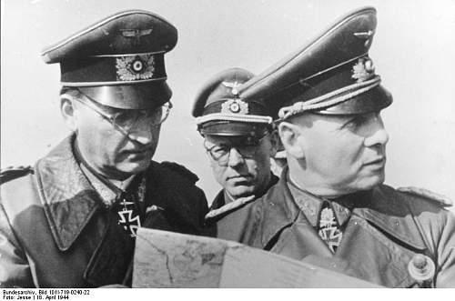 Click image for larger version.  Name:Bundesarchiv_Bild_101I-719-0240-22,_Pas_de_Calais,_Speidel,_Lang,_Rommel.jpg Views:260 Size:50.9 KB ID:357286