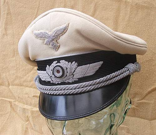 Click image for larger version.  Name:Luftwaffe visor caps 008.jpg Views:355 Size:221.2 KB ID:383474