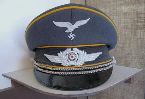 Not Third Reich: anyone know what this visor cap is ??
