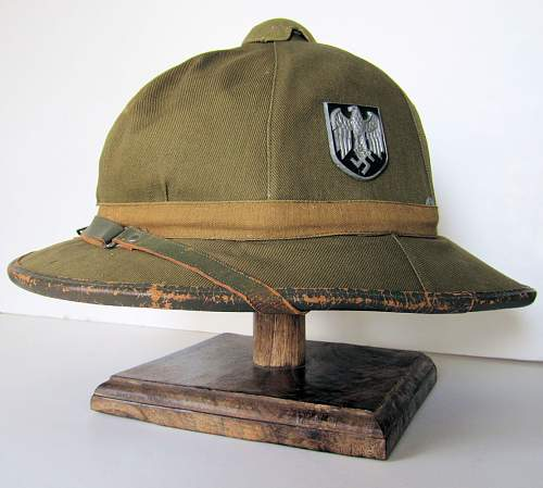 1st pattern canvas Pith helmet - green or tan ?