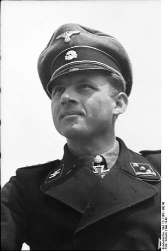 Click image for larger version.  Name:Bundesarchiv_Bild_101I-299-1802-09,_Michael_Wittmann.jpg Views:441 Size:33.9 KB ID:473598