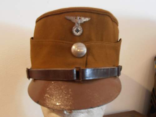 Click image for larger version.  Name:EARLY SA KEPI WITH LEATHER PEAK 001.jpg Views:475 Size:71.4 KB ID:485194