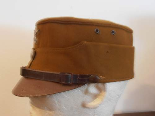 Click image for larger version.  Name:EARLY SA KEPI WITH LEATHER PEAK 002.jpg Views:189 Size:64.4 KB ID:485195