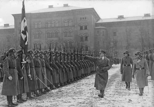 Click image for larger version.  Name:Bundesarchiv_Bild_102-17311,_Berlin-Lichterfelde,_Hitler_bei_Leibstandarte.jpg Views:77 Size:75.8 KB ID:575535