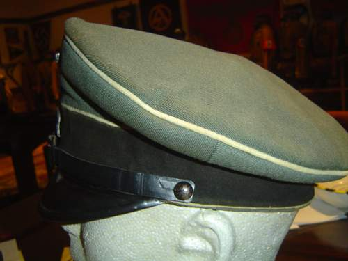 Click image for larger version.  Name:two early SS-VT NCO visor caps 002.jpg Views:36 Size:148.7 KB ID:583240