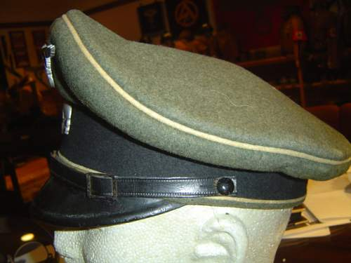 Click image for larger version.  Name:two early SS-VT NCO visor caps 006.jpg Views:31 Size:140.0 KB ID:583244