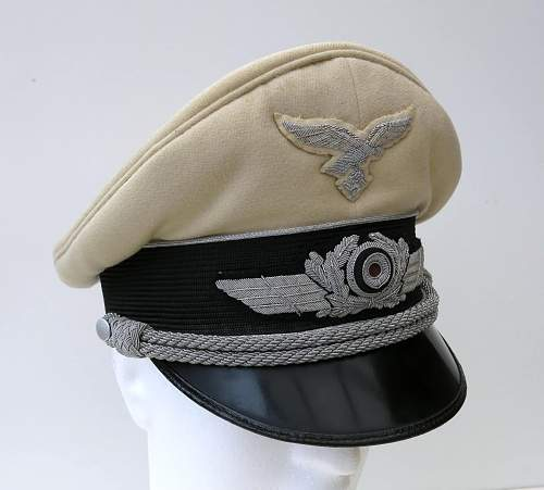 Click image for larger version.  Name:Luftwaffe officer white top v Brauchitsch 003.jpg Views:37 Size:205.6 KB ID:583690