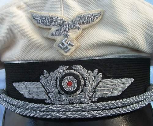 Click image for larger version.  Name:Luftwaffe officer white top visor cap 004.jpg Views:114 Size:232.0 KB ID:583713