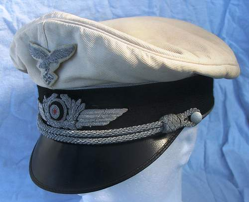 Click image for larger version.  Name:Luftwaffe officer white top visor cap 005.jpg Views:107 Size:213.4 KB ID:583714