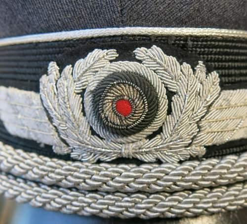 Click image for larger version.  Name:Early Erel Luftwaffe officer visor cap 005.jpg Views:46 Size:215.1 KB ID:584023