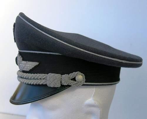 Click image for larger version.  Name:Early Erel Luftwaffe officer visor cap 007.jpg Views:30 Size:101.7 KB ID:584025