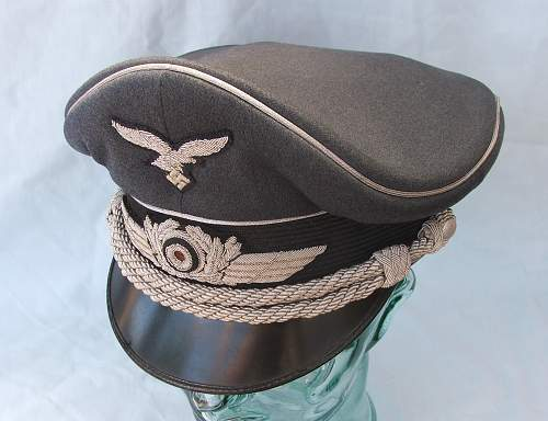 Click image for larger version.  Name:Luftwaffe Officer's Schirmutze 017.jpg Views:70 Size:217.6 KB ID:584036