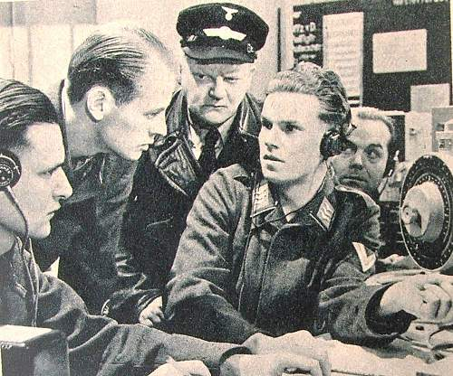 Click image for larger version.  Name:Luftwaffe radio operators.jpg Views:259 Size:177.4 KB ID:586675
