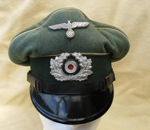 Click image for larger version.  Name:Infantry OR-NCO visor cap 004.jpg Views:153 Size:212.5 KB ID:590806
